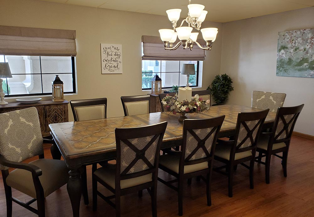 Private dining room at Fellowship Square Phoenix independent living
